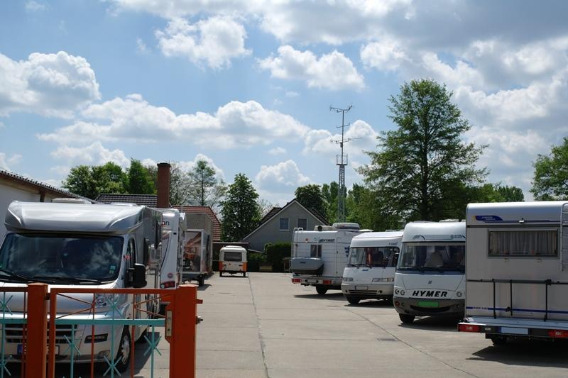 Camping bei Cowan auf dem Betriebshof. Wenn Polster und Bezüge erneuert werden.