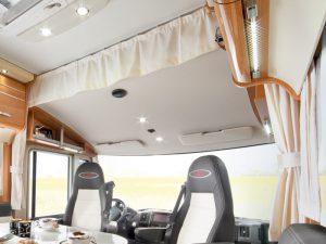 Wer sein Reisemobil neu gestaltet für den sind meist auch Trennvorhänge interessant.